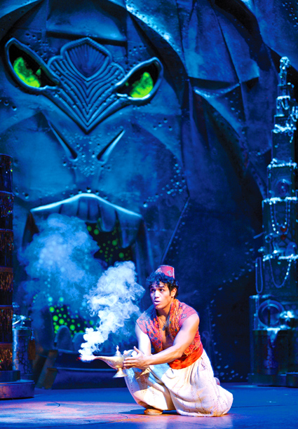 Adam Jacobs in 'Aladdin' (Photo credit: Deen van Meer)