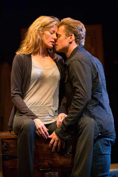 Anna Gunn and Billy Magnussen in 'Sex With Strangers' (Photo credit: Joan Marcus)