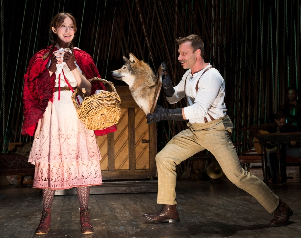 Emily Young and Noah Brody in 'Into the Woods' (Photo: Joan Marcus)