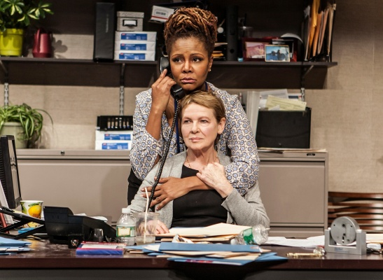 Tonya Pinkins and Dianne Wiest in 'Rasheeda Speaking' (Photo: Monique Carboni)